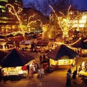 I Gazebo e le luci dei mercatini di Natale di Bolzano dall'alto