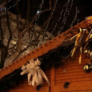 dettaglio casetta in legno, mercatino provenzale
