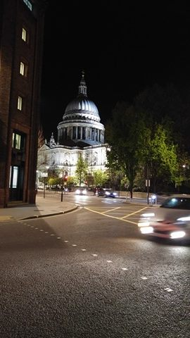 strada di Londra, vista notturna bukingam palace