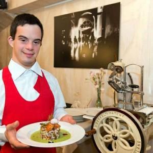 Andrea-Esposito-cameriere-a-Como