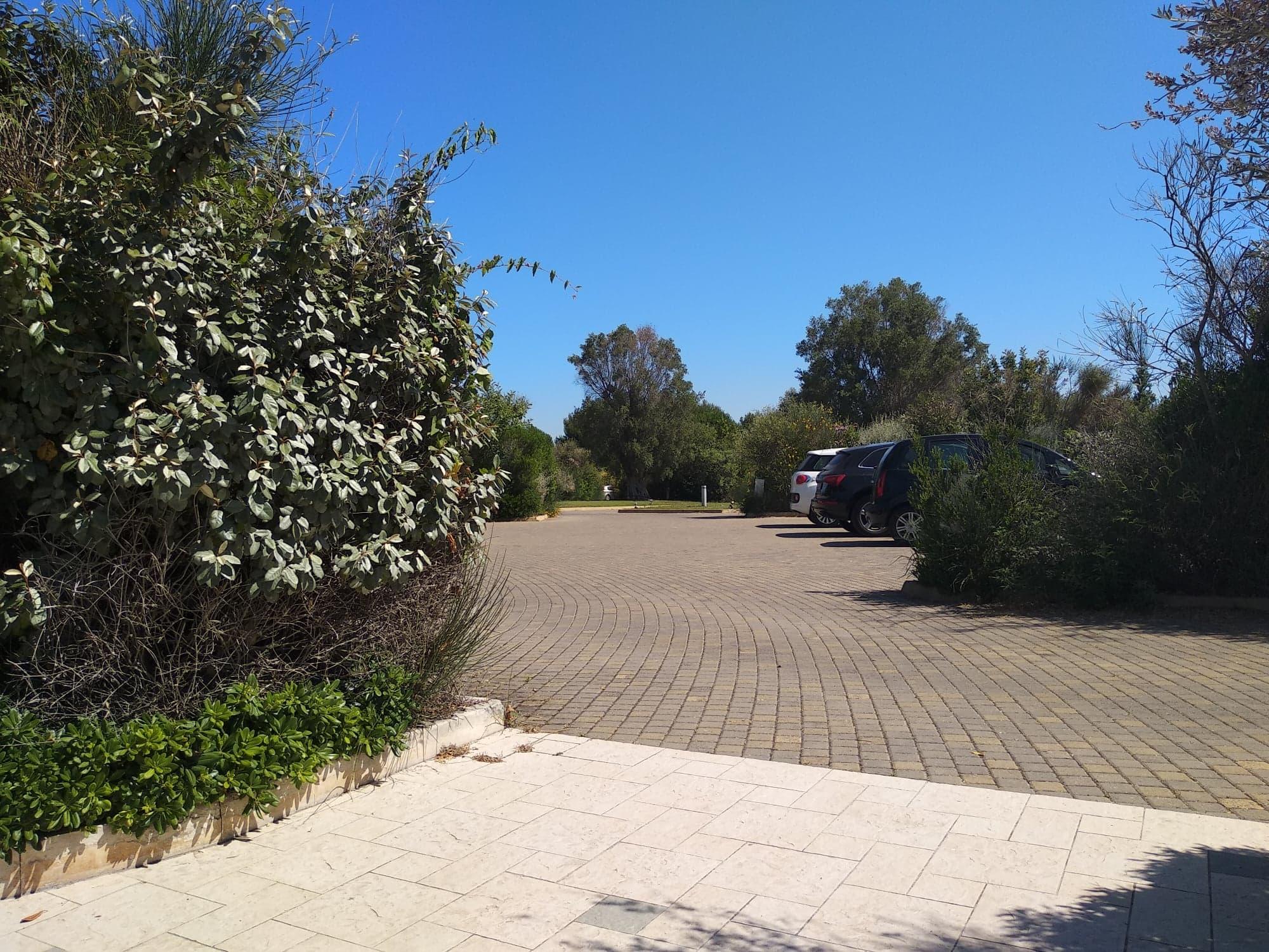 L'Acaya Golf Resort, Parcheggio e ingresso lastricato facilmente percorribile